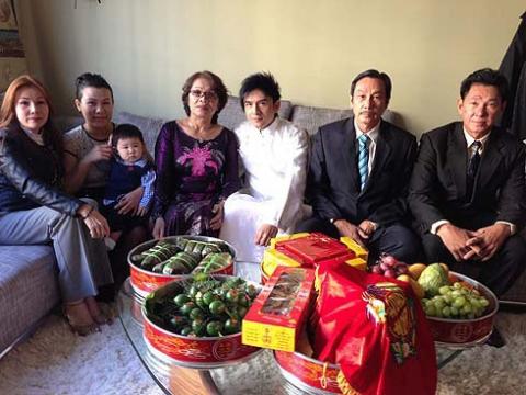 Con cái nổi tiếng nhưng bố mẹ Hà Tăng, Lam Trường vẫn bán bánh mì, làm lơ xe - 7