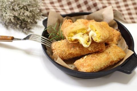Giòn ngon bánh mì cuộn khoai lang chiên xù - Ảnh 6.