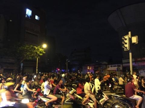 Cháy lớn kèm nhiều tiếng nổ trong nhà kho ở cảng Sài Gòn - Ảnh 9.