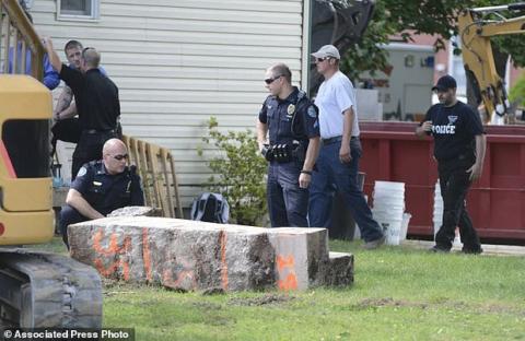 Người phụ nữ mất tích bí ẩn, 28 năm sau cảnh sát phát hiện cột bê tông 3 tấn đầy khả nghi - Ảnh 2.