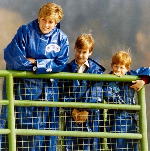 Những khoảnh khắc tố cáo sự suy sụp và dự báo tương lai bất hạnh của Công nương Diana lần đầu được tiết lộ - Ảnh 12.
