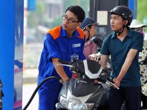 Giá xăng tăng từ chiều nay? Ảnh: TL
