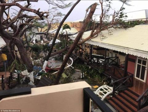 Khu vực Caribbe hoang tàn khi bão Irma đổ bộ, nhiều hòn đảo gần như bị phá hủy hoàn toàn - Ảnh 14.