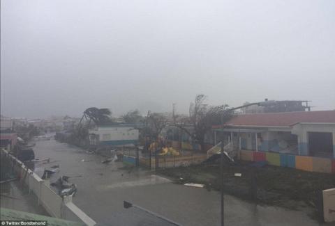 Khu vực Caribbe hoang tàn khi bão Irma đổ bộ, nhiều hòn đảo gần như bị phá hủy hoàn toàn - Ảnh 15.