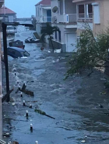 Khu vực Caribbe hoang tàn khi bão Irma đổ bộ, nhiều hòn đảo gần như bị phá hủy hoàn toàn - Ảnh 17.