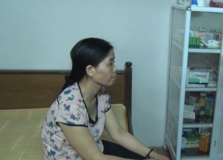 Y sĩ Hoàng Thị Hiền tại phòng khám ở nhà riêng ( Ảnh: ĐC)