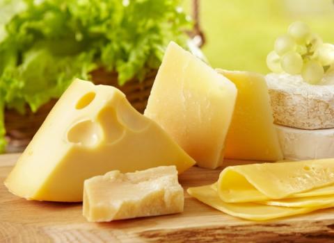 4 suy nghĩ sai lầm về sữa, phô mai, sữa chua cần tránh - 3
