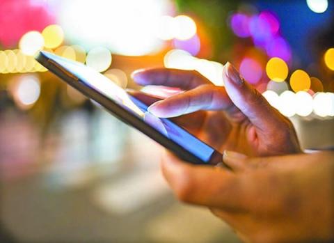 Nếu đang dùng smartphone, bạn sẽ đối mặt với hậu quả khôn lường! - 1