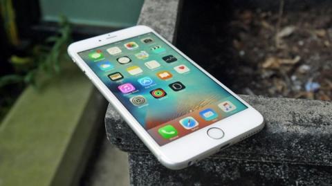 Nguoi dung iPhone doi cu tai VN duoc doi pin neu may cham hinh anh 1