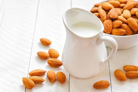 Những công dụng của sữa hạnh nhân ít ai biết đến - 1