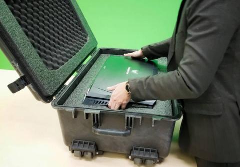 Laptop màn hình cong đầu tiên trên TG xuất hiện tại VN, giá 229 triệu - 1