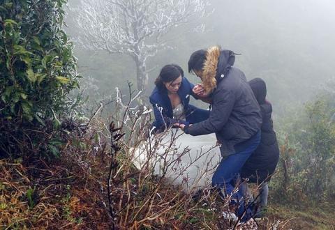 Những cô dâu vai trần thách thức thời tiết giá lạnh để có bộ ảnh cưới nghìn like - Ảnh 7.