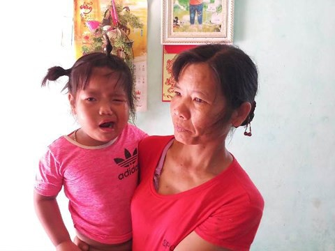 Cô giáo nghi đánh bé 3 tuổi méo mồm được cho nghỉ để… chăm học sinh - Ảnh 1.