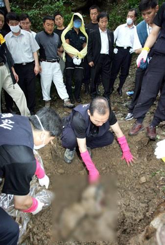 Tên sát nhân hàng loạt man rợ nhất Hàn Quốc: Lấy cảm hứng từ kẻ thủ ác khác, trong vòng 1 năm giết 19 mạng người - Ảnh 4.