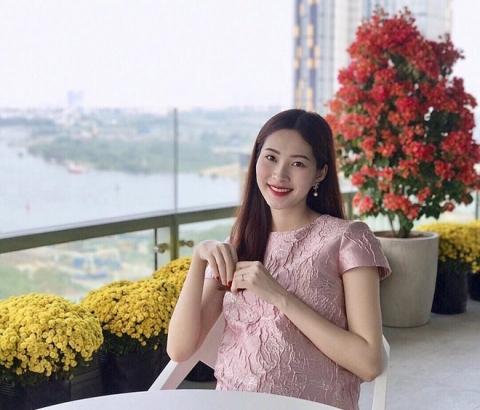 Hoa hậu Đặng Thu Thảo khoe nhan sắc rực rỡ kinh ngạc sau 2 tháng sinh con gái đầu lòng - Ảnh 3.