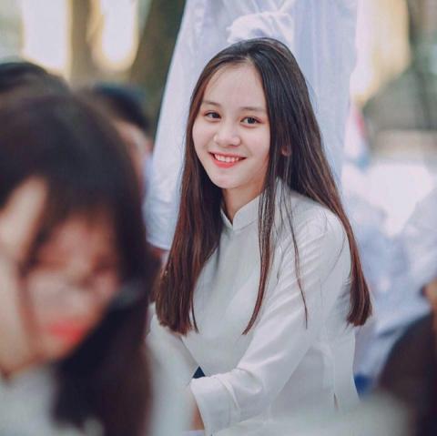 Nữ sinh Hà Nội hot nhất mùa bế giảng 2018 vì quá xinh đẹp - 2