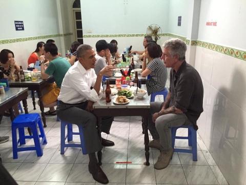 Sốc: Đầu bếp ăn bún chả cùng Obama vừa tự tử - 1