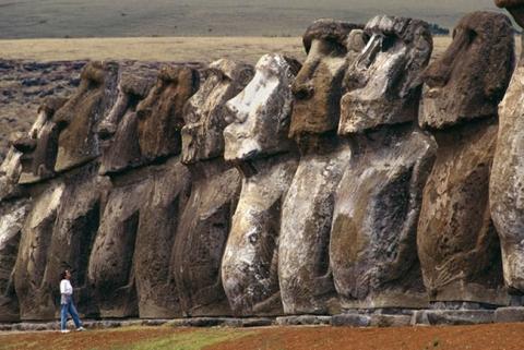 Bí ẩn ngàn năm về sự diệu kỳ của Đảo Phục Sinh Rapa Nui - 1