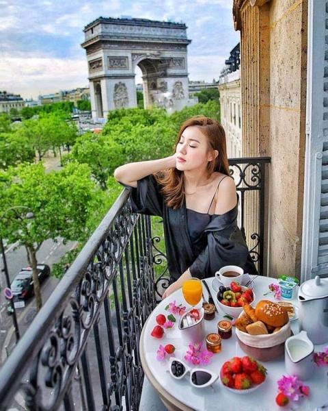 Kỳ nghỉ hè xa hoa ngút trời của tiểu thư nhà giàu Việt Nam - 2