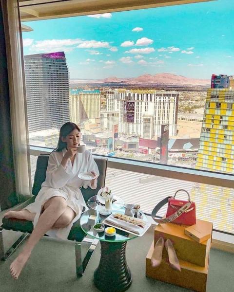 Kỳ nghỉ hè xa hoa ngút trời của tiểu thư nhà giàu Việt Nam - 14