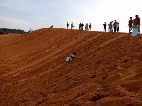 Sảng khoái với trải nghiệm trượt cát ở Mũi Né - 3