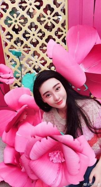 Chengxi có vẻ ngoài giống hệt nữ diễn viên nổi tiếng Phạm Băng Băng khiến nhiều người nhầm lẫn. Nguồn: He Chengxi/Weibo