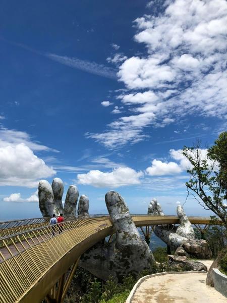 Dân tình bấn loạn trước cây cầu vàng hình bàn tay khổng lồ ở Đà Nẵng, rần rần rủ nhau đến check in - Ảnh 6.