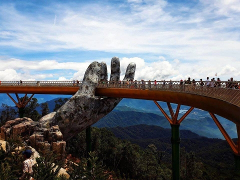 Dân tình bấn loạn trước cây cầu vàng hình bàn tay khổng lồ ở Đà Nẵng, rần rần rủ nhau đến check in - Ảnh 5.