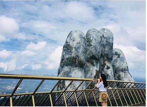 Dân tình bấn loạn trước cây cầu vàng hình bàn tay khổng lồ ở Đà Nẵng, rần rần rủ nhau đến check in - Ảnh 3.