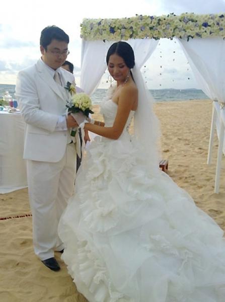 Cuộc sống của mỹ nhân Việt 7 lần thi hoa hậu, được vinh danh đẹp nhất châu Á giờ ra sao? - Ảnh 4.