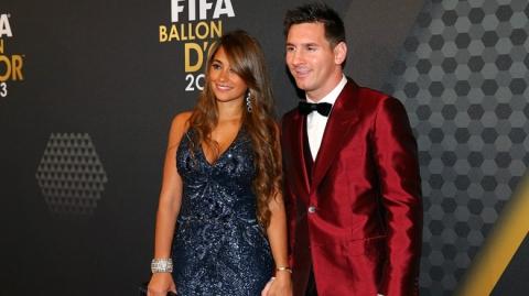 Lionel Messi - chàng cầu thủ biết yêu từ năm... 9 tuổi nhưng từ đó đến nay đã 22 năm chỉ chung thủy với duy nhất một người - Ảnh 3.