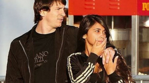Lionel Messi - chàng cầu thủ biết yêu từ năm... 9 tuổi nhưng từ đó đến nay đã 22 năm chỉ chung thủy với duy nhất một người - Ảnh 5.