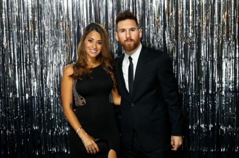 Lionel Messi - chàng cầu thủ biết yêu từ năm... 9 tuổi nhưng từ đó đến nay đã 22 năm chỉ chung thủy với duy nhất một người - Ảnh 1.