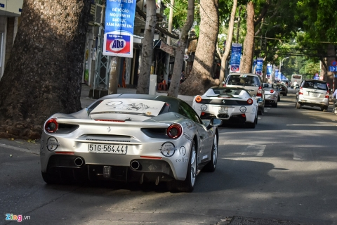 Siêu xe triệu USD của ông Đặng Lê Nguyên Vũ nối đuôi trên phố SG
