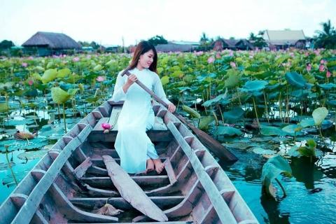 Giới trẻ phát sốt với đầm sen đẹp ngỡ ngàng giữa lòng Sài Gòn - 6