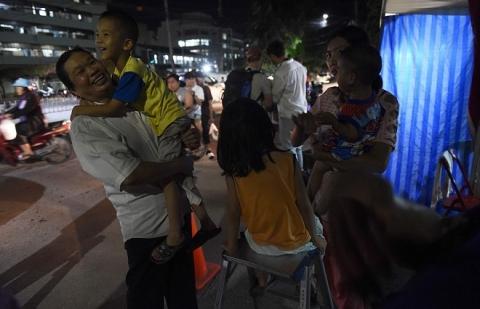 Người Thái ăn mừng suốt đêm vì chiến dịch giải cứu đội bóng thành công - 4