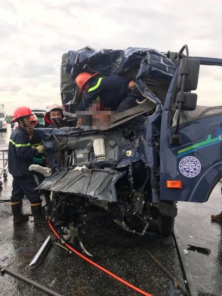 Ám ảnh: Chiếc xe bị vò nát sau vụ tai nạn 3 người thương vong - 3