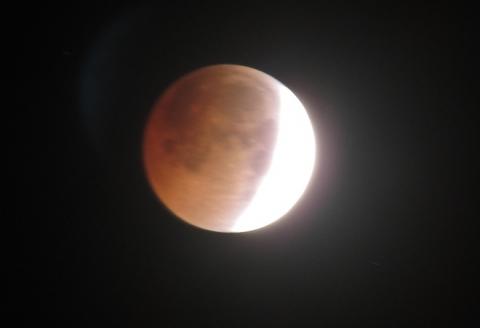 """Ảnh """"trăng máu"""" tại Việt Nam do nguyệt thực toàn phần rạng sáng 28/7 - 5"""