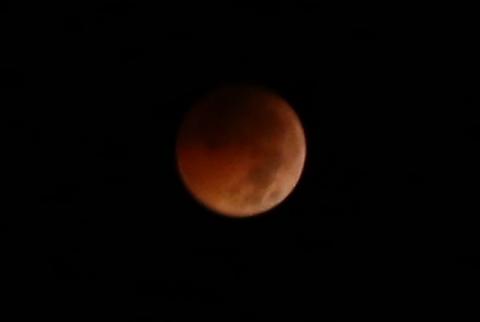 """Ảnh """"trăng máu"""" tại Việt Nam do nguyệt thực toàn phần rạng sáng 28/7 - 8"""