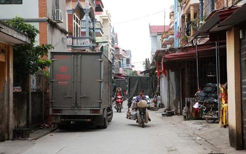 """Cận tháng cô hồn, người người đổ về Bắc Ninh mua """"nhà lầu, xe hơi, đồ trang sức"""" - 12"""