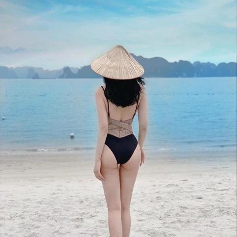 Hè này, rich kid Việt rủ nhau check-in sang chảnh, diện bikini gợi cảm