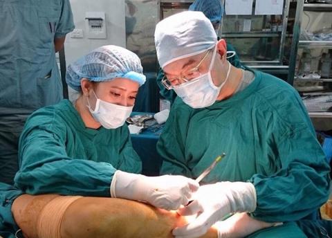 Mắc căn bệnh quái ác, cô gái 23 tuổi đau đớn vì phải cắt bỏ 1/2 lưỡi