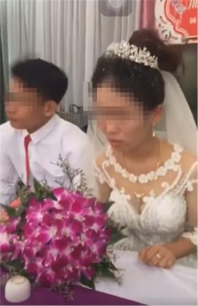 Hàng xóm sát vách hé lộ sự thật gây sốc về nguyên nhân cô dâu hất tay chồng không cho hôn trong đám cưới-2