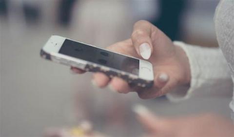 3 bệnh rất dễ gặp nếu dùng điện thoại di động quá nhiều - 1