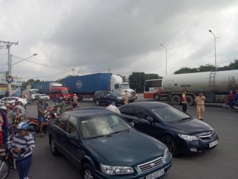 Tai nạn khiến giao thông ách tắc nghiêm trọng.