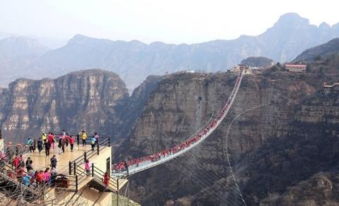 Run rẩy trên 10 cây cầu kính cheo leo trên vách đá ở Trung Quốc - 3