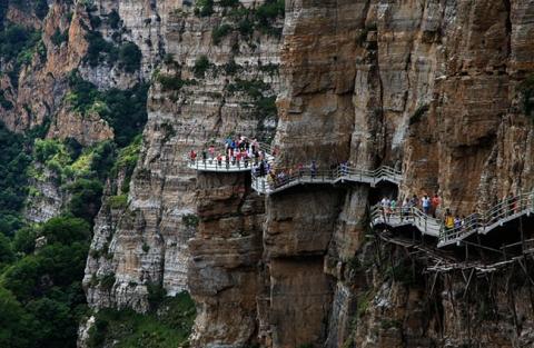 Run rẩy trên 10 cây cầu kính cheo leo trên vách đá ở Trung Quốc - 5