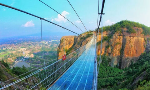 Run rẩy trên 10 cây cầu kính cheo leo trên vách đá ở Trung Quốc - 9