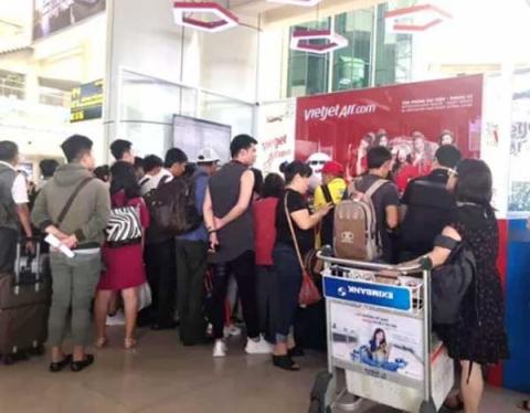 Cục Hàng không cử cán bộ vào TPHCM cùng Vietjet giải quyết tình trạng hoãn, hủy chuyến bay - 1