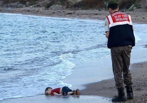 Bức ảnh xác 2 bố con người nhập cư chấn động thế giới - 1
